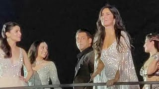 Katrina Kaif, Alia Bhatt put past behind them at awards event as Salman Khan looks on. Watch video