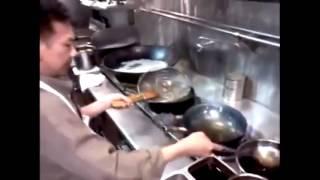 Чтобы сковородка не пригорала.