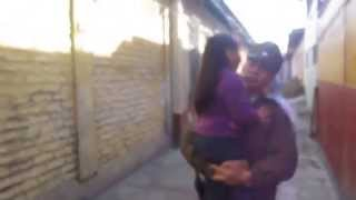 Niña ruega no ir con su padre, quien presuntamente abusó de ella