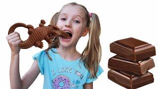 Polina juega chocolate y presente con su madre.
