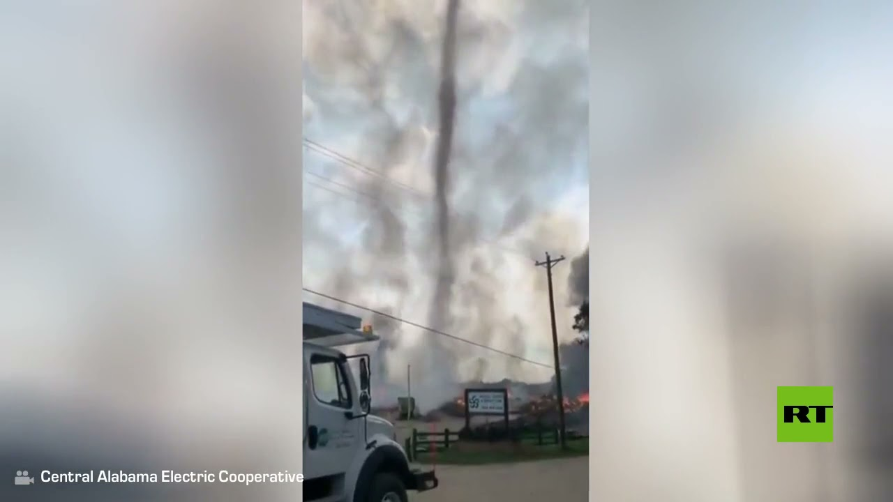 شاهد.. تشكل إعصار من الدخان في ولاية أمريكية