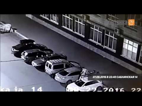 На Саблинской обнажённый мужчина прыгал по машинам   Происшествия   Новости Санкт Петербурга   Фонта