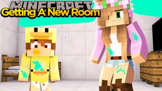 MINECRAFT- LITTLE KELLY LETS BABY DUCK MOVE INTO THE CASTLE!!