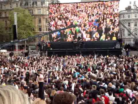 "T-Mobile Trafalgar Square - ""Hey Jude"""
