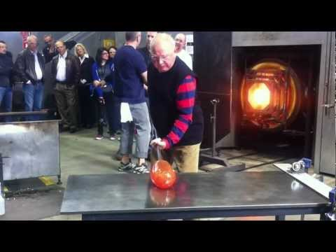 Part I Lino Tagliapietra in action at Canberra Glassworks Sept2012