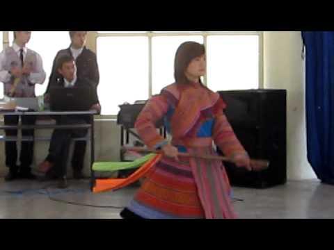 Tiêt mục múa gậy sinh tiền của đội văn nghệ Dân tộc Mông Lào Cai 2011_Swm thoj