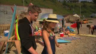 Austin Robert Butler sexy Beach-Scene with open shirt 2