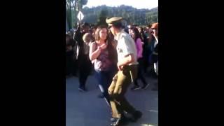 VIDEO CARABINERO BAILANDO CUECA EN PUERTO CISNES 2016