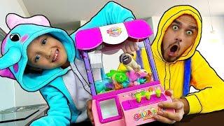 Bebé y Papá jugando con juguetes Divertidos videos para niños Juguetes geniales