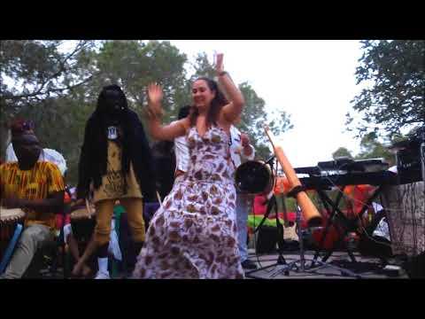 Danzando en el Festival Madre Tierra