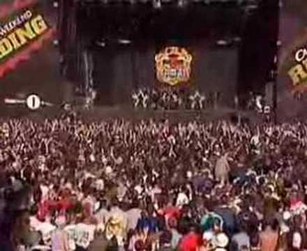 Sum 41 - In Too Deep Live - Readding Festival 2002