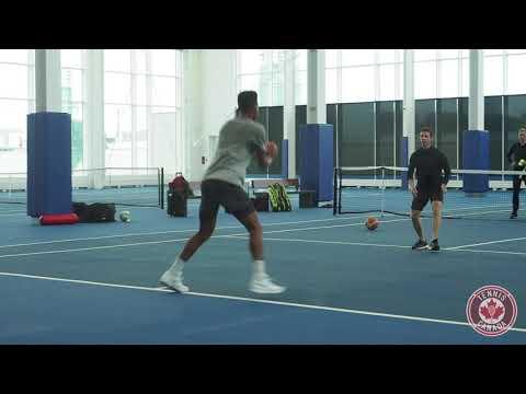 Aux alentours de Davis Cup: Tom parle de langues avec Félix
