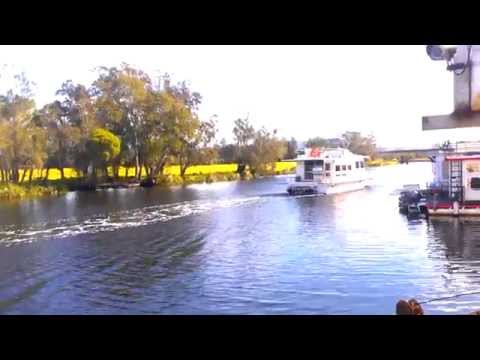 Luxury Houseboat Hire Freshwater Myall Lakes NSW  0410437225