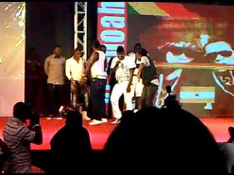Emmauel Adebayor, Sulley Muntari, Laryea Kingston dance with Castro and Asamoah Gyan