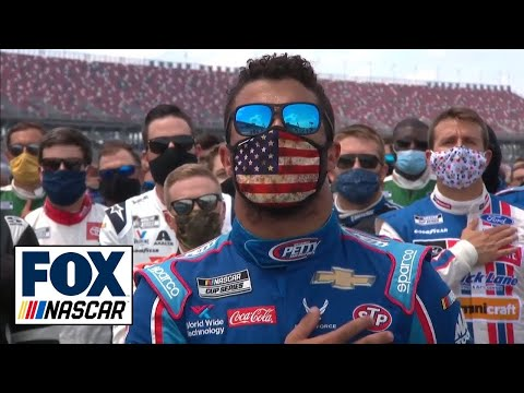 Bubba Wallace emotional as NASCAR's drivers, Richard Petty stand with him