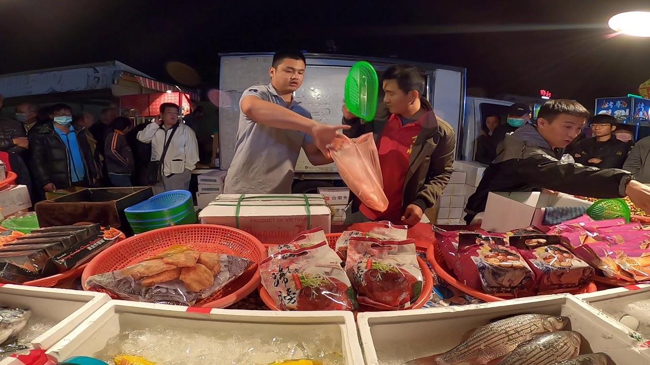 0217-10這位老客戶當現場3百多人面前 大誇老闆的東西超好吃 他一次就要買3份 因為人家是吃飯配雞腿 他要吃雞 ...