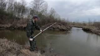 Рыбалка на паук (подъёмник) в малой реке часть 2