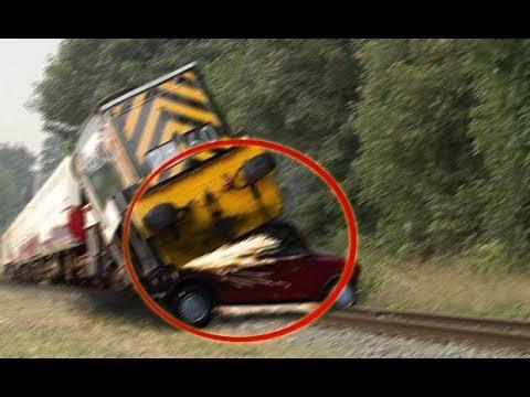 10 ORRIBILI INCIDENTI con TRENI e AUTO TRAIN FAILS CRASHES Accidents Compilation