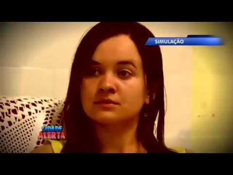 Homem viciado em drogas agride esposa na frente da filha