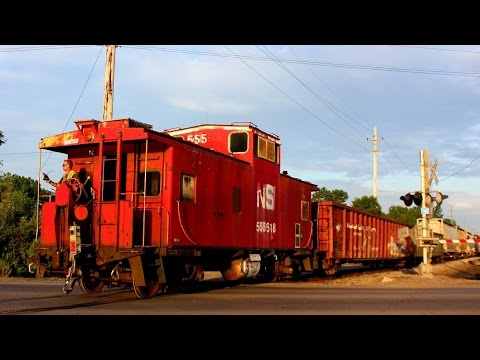 Norfolk Southern Local Switching with a Caboose!