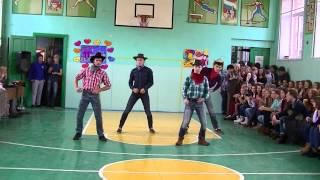 Группа поддержки парней 11-Х классов (танец КОВБОЕВ)