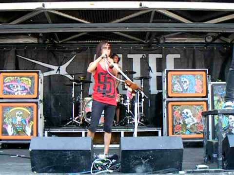 Pierce The Veil - The Boy Who Could Fly - Warped Tour 2010 - Cleveland