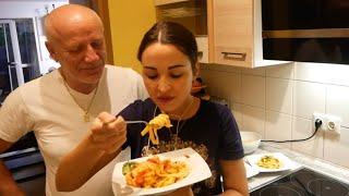 عشاء واعر وعشية مفرفرة معاكم 😎المكرونة الايطالية من صنع يدي مع صلصة يا سلام 👌👌