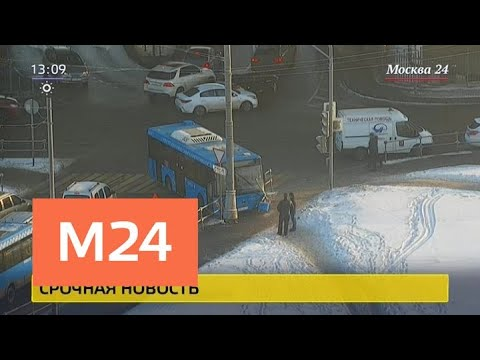 Автобус врезался в столб на улице Теплый стан - Москва 24