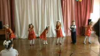 Маленькие дети поют.Очень смешно!!!!!!!! Смотреть всем!!!