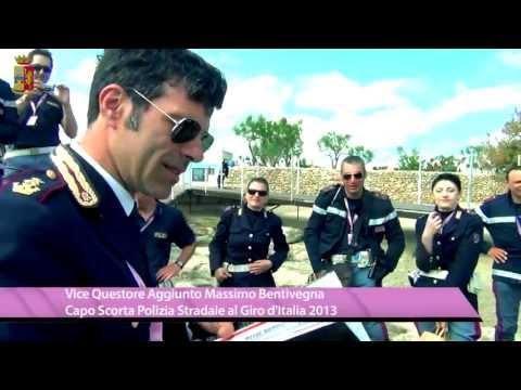 Un Briefing della scorta Polizia Stradale al Giro d'Italia 2013 prima della partenza di una tappa