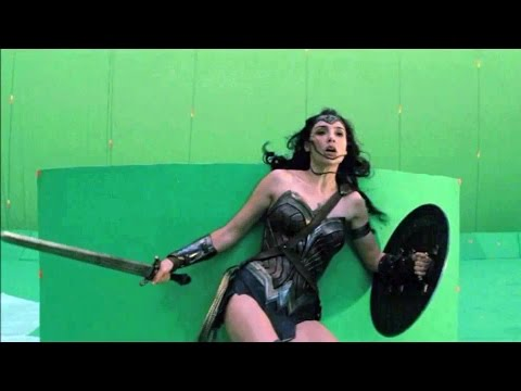 Batman v Superman 'Before & After VFX Breakdown' Featurette