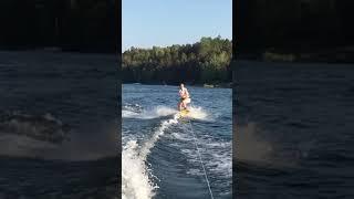 Lisa åker Wakeboard andra åket 2018