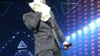 DVD Acústico Luan Santana - Luan dando sua toalhinha para mim