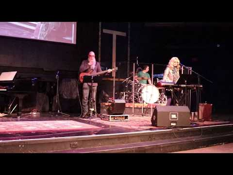 Mike & Wendy FryeHenderson with Kelly Heath and Westwinds worship team 30418