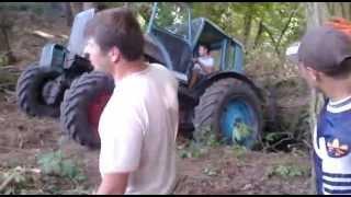 мтз82 трактор/mtz82 tractor/(трактор мтз 82 ,чуть не свалился с обрыва.работа в лесу, опасные моменты.Смотреть всем!! traktor MTZ 82, sem skoraj padel..., 2013-12-17T15:12:01.000Z)