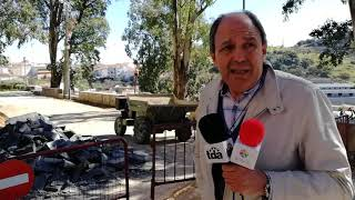 El alcalde de Alburquerque explica sobre el terreno las obras del Paseo de Las Laderas.