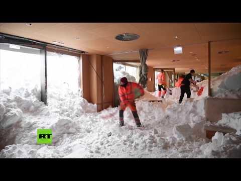 Una avalancha de nieve sacude a un hotel suizo