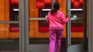 Video Wells Fargo victim: How I was scammed download MP3, 3GP, MP4, WEBM, AVI, FLV Juni 2018