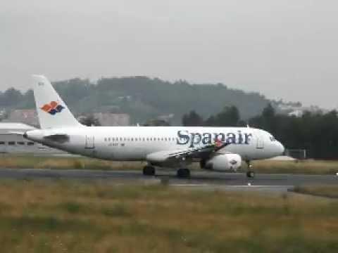 Despegue Airbus A320 de Spanair en el aeropuerto de La Coruña - Alvedro EC-KPX