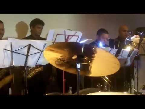 La Tipa Le Dio Pa' Mi by King Banda...