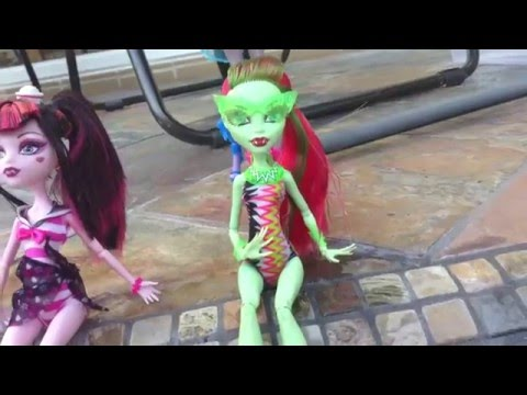 Monster High dolls on vacation: part one: the pool