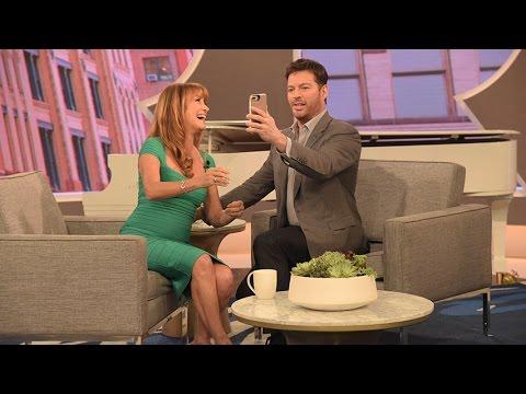 Jane Seymour Shows Harry How to Selfie