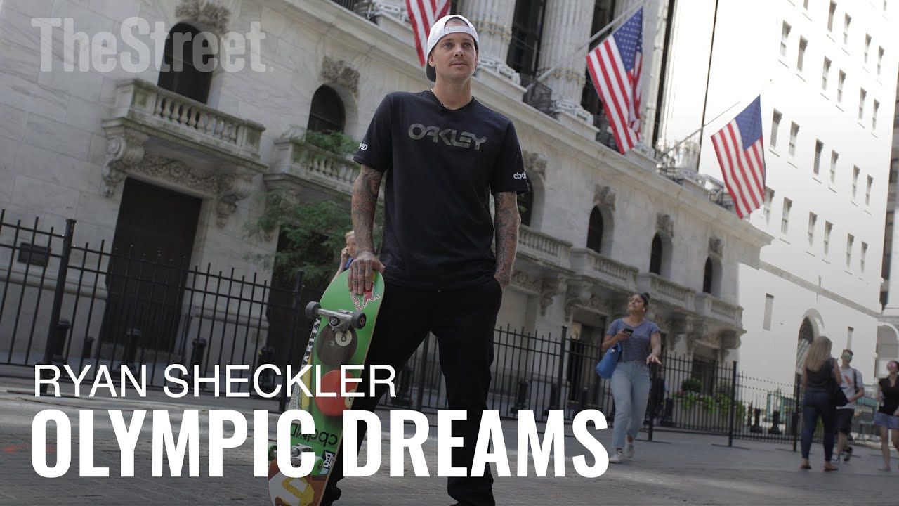Tony Hawk exchanged skateboards with young fan thanks to a ...