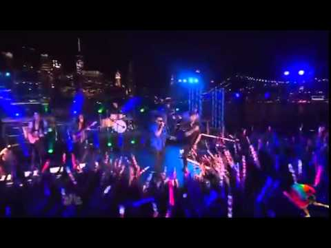 Enrique Iglesias - Bailando (English Version) ft. Sean Paul Live At  Macy's 4th of July Fireworks
