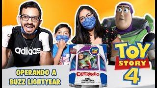 Operamos a Buzz Lightyear | Juego de Toy Story 4 | Family Juega
