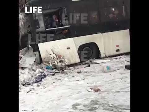 Два человека погибли и ещё 22 пострадали в ДТП в Кемеровской области. Водитель грузовика не справилс