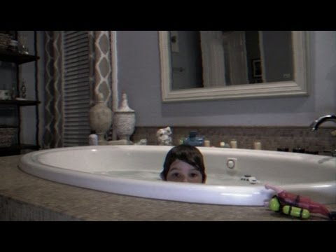 """paranormal-activity-4---extrait-""""salle-de-bain"""""""