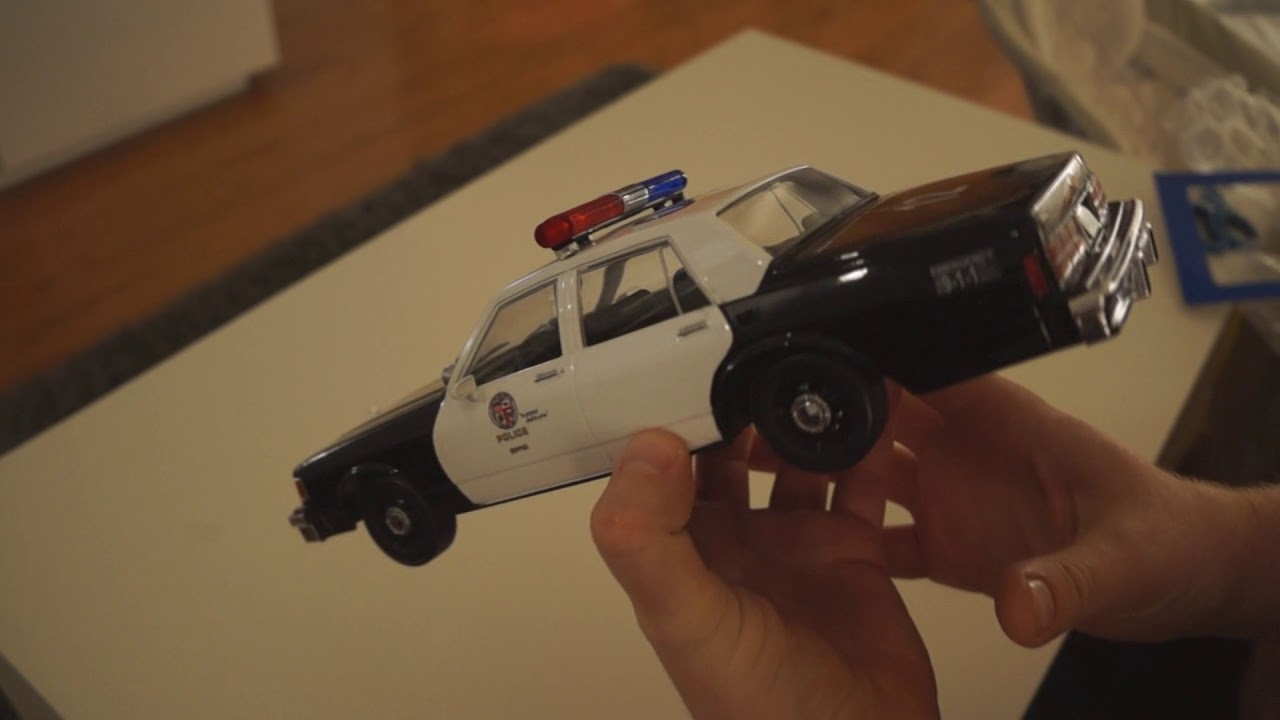 Unboxing 1980's LAPD Chevy Caprice 1:18 scale