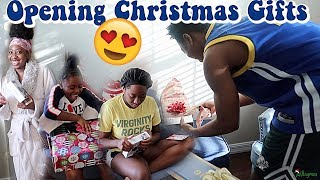 opening-christmas-gifts-vlogmas-day-25