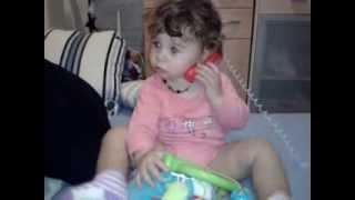 bebelusi haiosi...bebe vorbeste la telefon :))